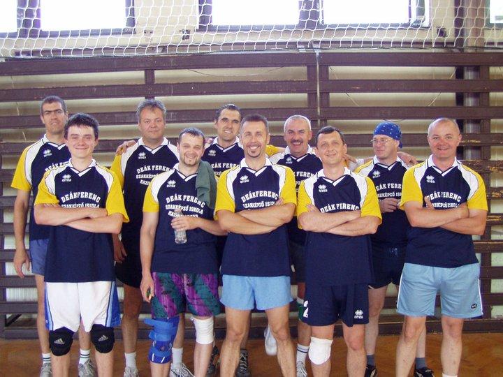 Kiss Zsolt a mai napig röplabdázik régi csapattársaival. (Fotó: Facebook)