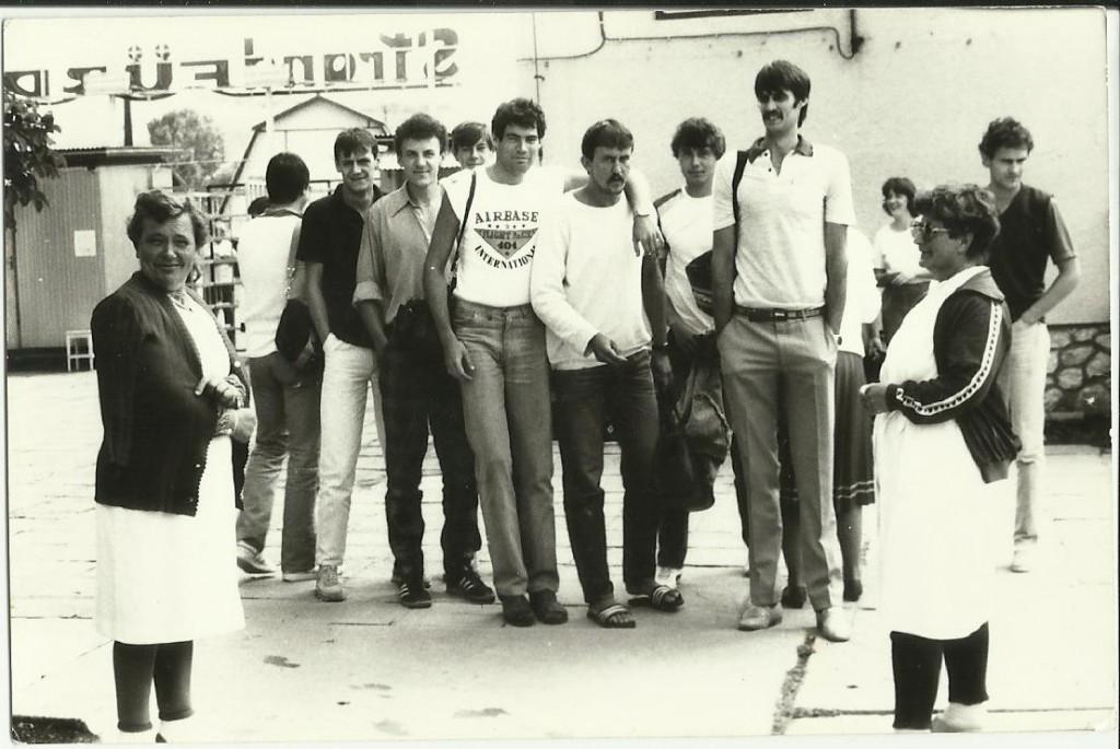 A KVSE röplabdázói, legalábbis egy részük, az 1980-as években.